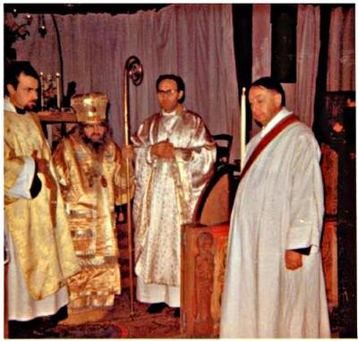 saint Jean Maximovitch celebre une Divine Liturgie Orthodoxe occidentale avec du clerge Orthodoxe occidental